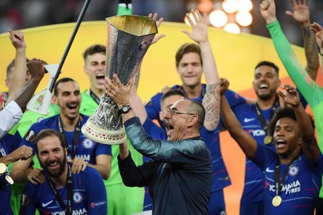 Chiến quả đầu tiên của HLV Sarri với Chelsea