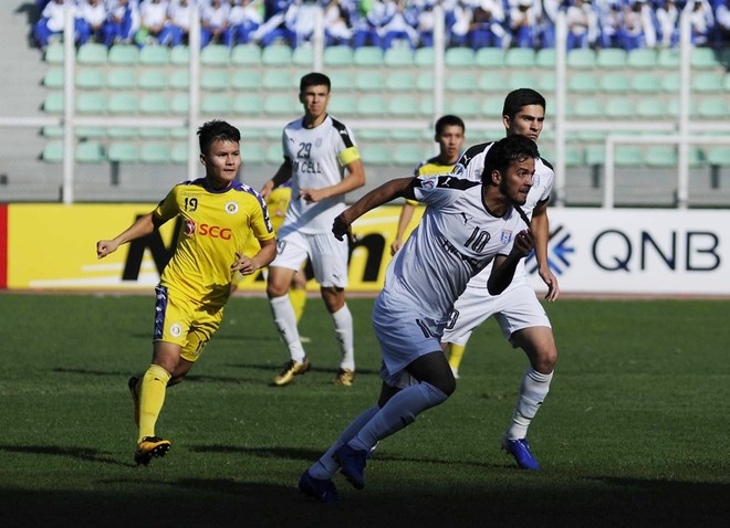 Hà Nội FC (vàng) đã có một trận đấu xuất sắc ở Turkmenistan