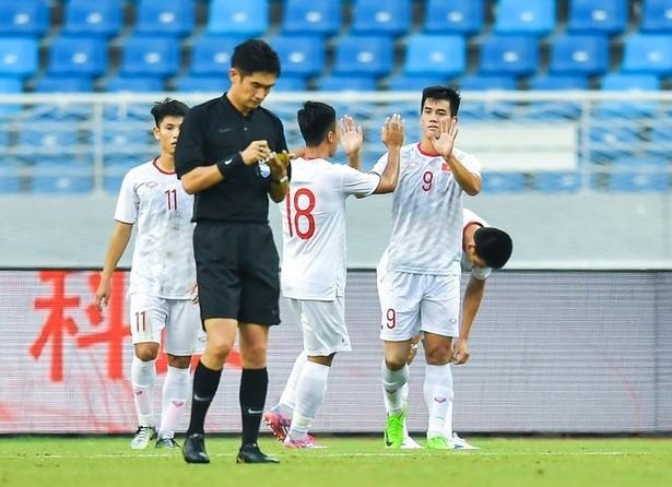 Tiến Linh (số 9) lập cú đúp cho U22 Việt Nam (Ảnh: Sina)