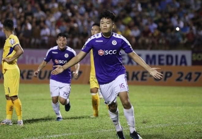 Thành Chung ghi bàn giúp Hà Nội FC vô địch V-League 2019 sớm 2 vòng