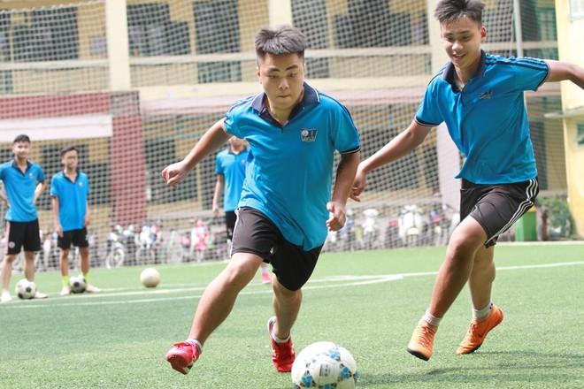Cầu thủ THPT Nguyễn Thị Minh Khai hăng say luyện tập trước mùa giải 2019