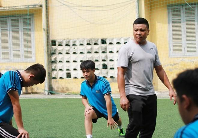 HLV Mạnh Hà rèn cho các học trò từng kỹ năng nhỏ nhất