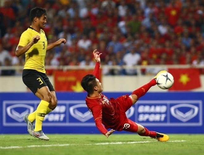 Pha làm bàn ở đẳng cấp cao của Quang Hải vào lưới Malaysia