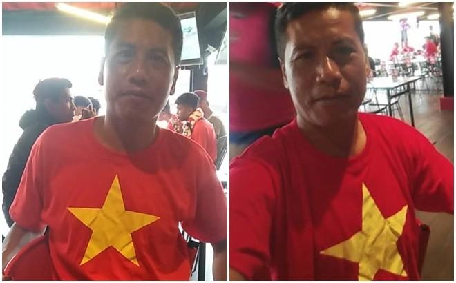 Nyoman mặc áo cổ vũ Việt Nam trong trận đấu với Indonesia quê hương anh
