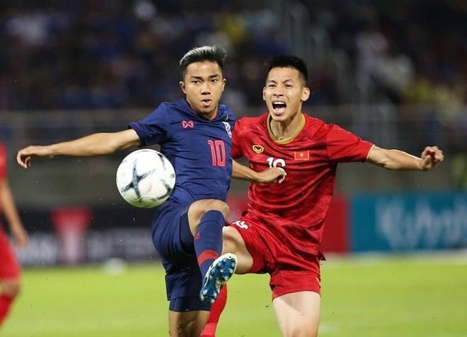 Thái Lan (trái) không muốn có kết quả bất lợi trước Việt Nam thêm nữa