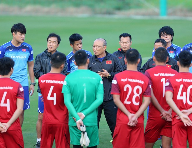 HLV Park Hang-seo buộc phải có những điều chỉnh nhân sự cho ĐT Việt Nam (Ảnh: Vũ Vy)