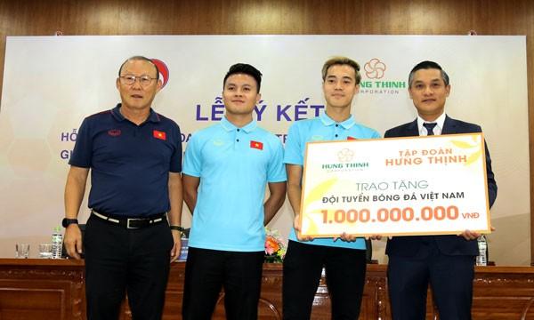 ĐT Việt Nam được trao thưởng 1 tỷ đồng (Ảnh: VFF)