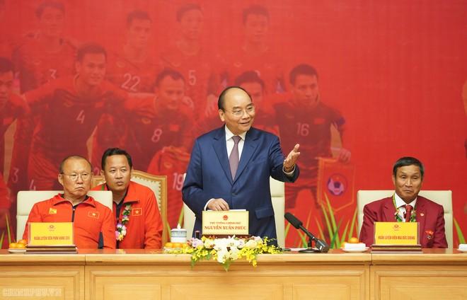 Thủ tướng Nguyễn Xuân Phúc đánh giá cao thành tích mà ĐT U22 Việt Nam và ĐT nữ quốc gia vừa giành được (Ảnh: Chính phủ)