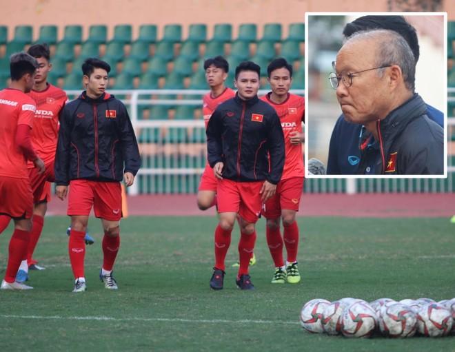 ĐT U23 Việt Nam tập luyện trên SVĐ Thống Nhất chiều 25-12