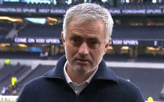 Gương mặt HLV Mourinho khi nói về chú chó cưng vừa qua đời