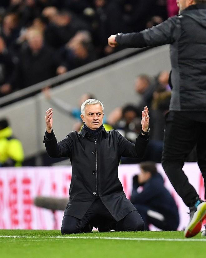 Mourinho và Tottenham trải qua trận đấu đen đủi và thiếu công bằng