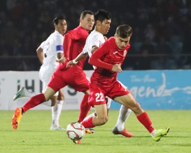 ĐT Myanmar (áo đỏ)