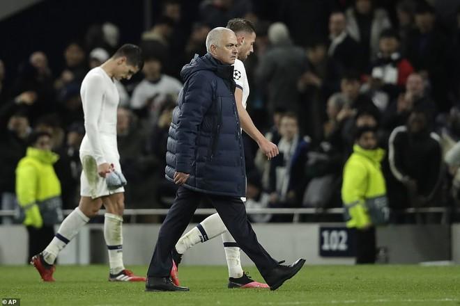 Tottenham của Mourinho trước nguy cơ bị loại sớm