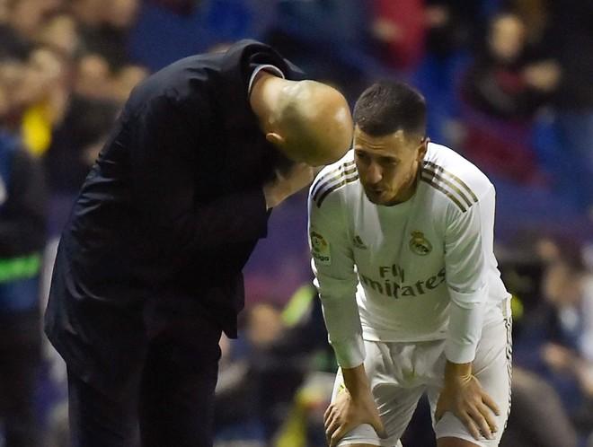 Sự nghiệp của Hazard tại Real lại gián đoạn vì chấn thương