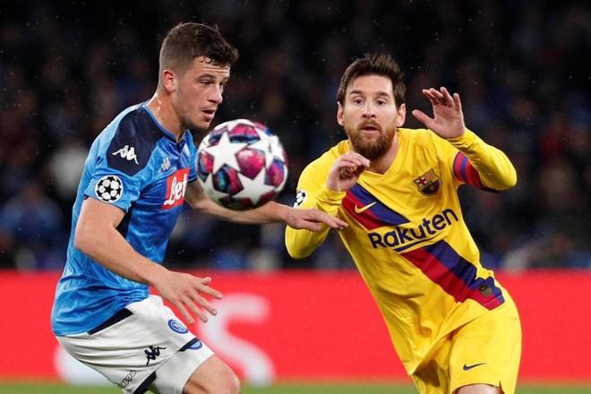 Messi (phải) mờ nhạt ở Italia...