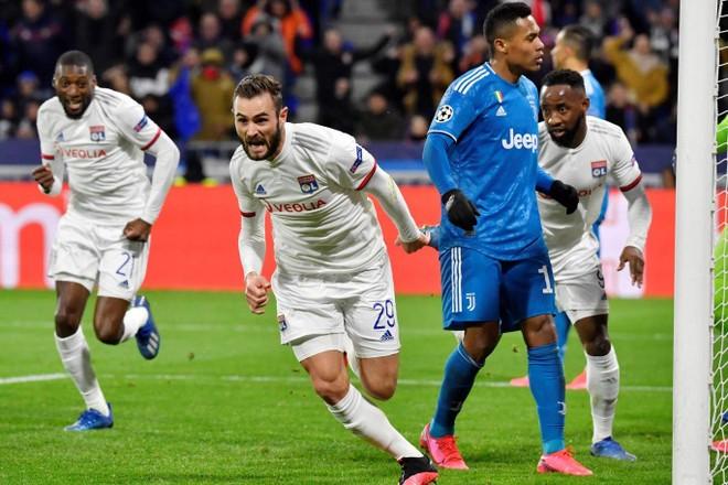 Tousart ghi bàn quyết định cho Lyon