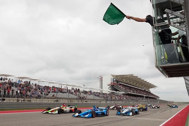Khi lá cờ xanh lá cây được vẫy lên, các tay đua sẽ hiểu rằng nguy hiểm đã qua và có thể quay lại đường đua một cách bình thường