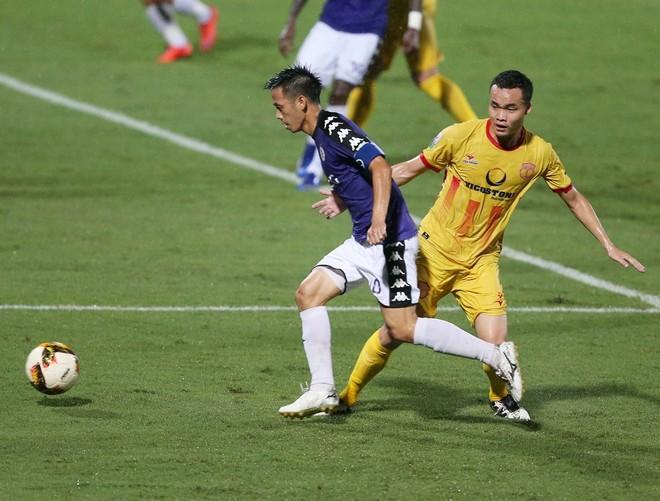 Trận CLB Hà Nội và CLB Nam Định vẫn diễn ra trên sân không khán giả
