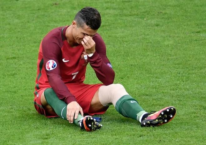 Ronaldo và đồng đội mất thêm một năm nữa để bắt đầu hành trình bảo vệ ngôi vô địch châu Âu