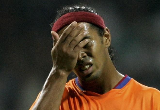 Ronaldinho đang trải qua những ngày tháng tăm tối