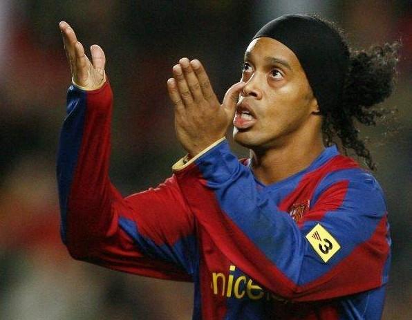 Ronaldinho mất rất nhiều khi phải ngồi tù