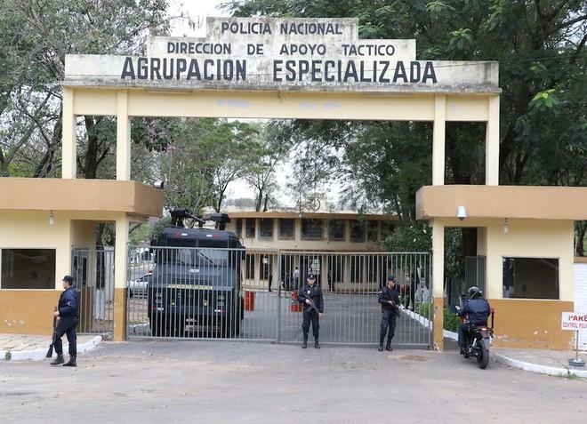 Nhà tù nơi Ronaldinho đang bị giam giữ