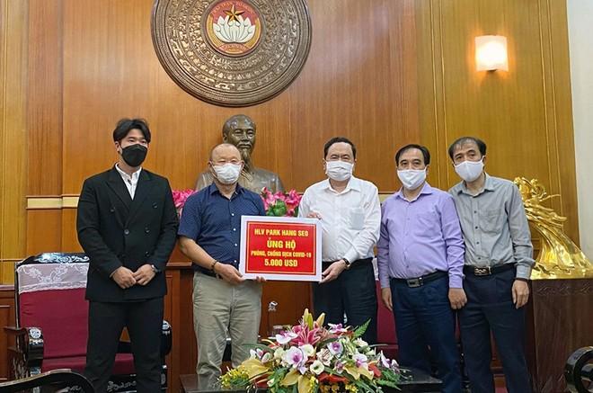 """HLV Park Hang-seo đã ủng hộ 5.000 USD cho """"Quỹ phòng chống dịch Covid-19"""""""