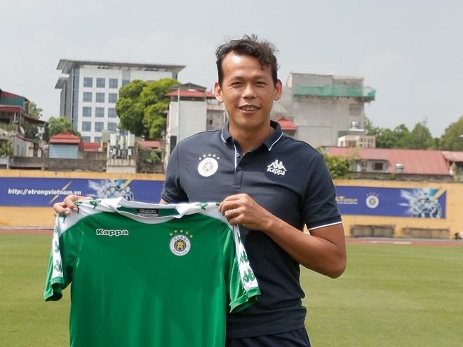 Tấn Trường chính thức ra mắt Hà Nội FC (Ảnh: HNFC)