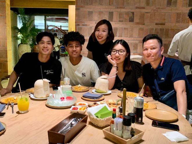 Hình ảnh hiếm hoi xuất hiện cả Công Phượng lẫn vợ sắp cưới của anh - Viên Minh, người đứng giữa (Ảnh: FB Tri Nguyen)