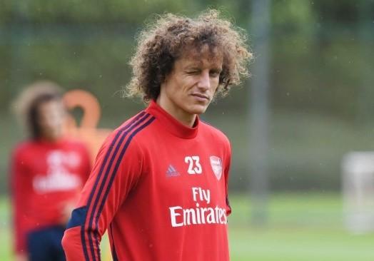 David Luiz chơi như một cầu thủ nghiệp dư ở tuổi 33