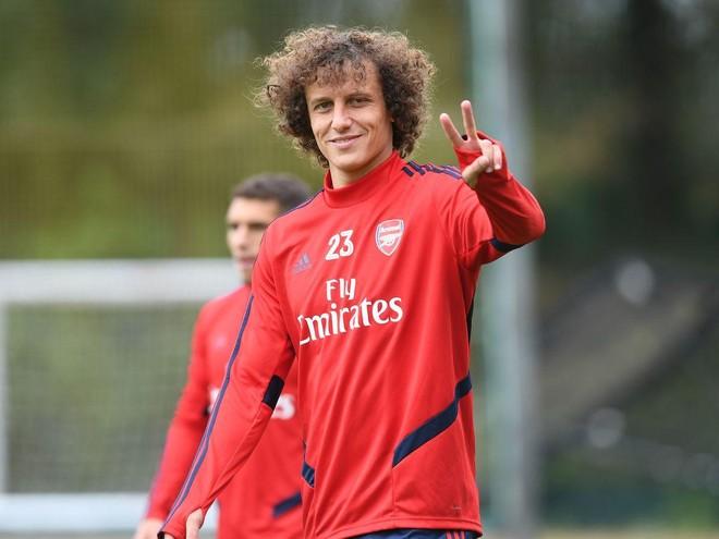 David Luiz năm nay đã 33 tuổi và càng ngày càng mắc nhiều sai lầm