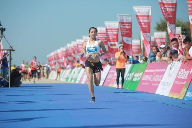 Nguyễn Thị Oanh không có đối thủ ở cự ly 5km