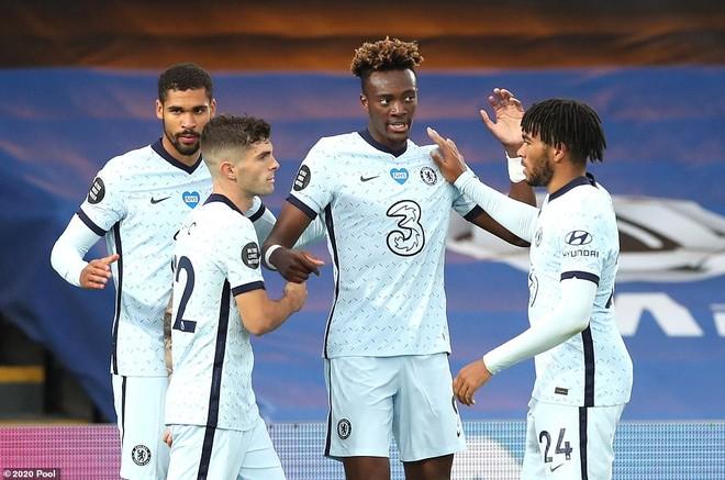 ... nhưng không ngăn được Chelsea giành 3 điểm trọn vẹn