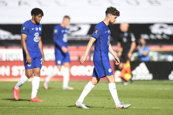 The Blues bỗng đối diện nguy cơ không được dự Champions League mùa tới