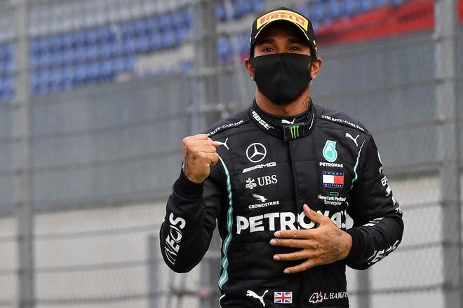 Hamilton giành chiến thắng tại chặng đua thứ hai của mùa giải 2020