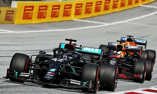 Chiếc xe dẫn đầu của Hamilton
