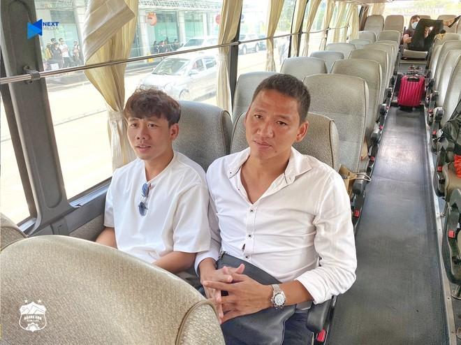 Minh Vương ra đón khi Anh Đức (phải) có mặt ở Pleiku trưa 14-7 để gia nhập đội bóng mới (Ảnh: HAGL)