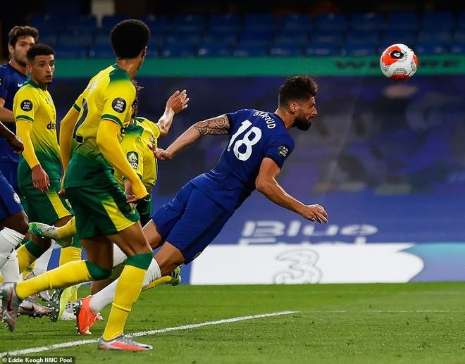 Giroud ghi bàn duy nhất mang về 3 điểm cho Chelsea
