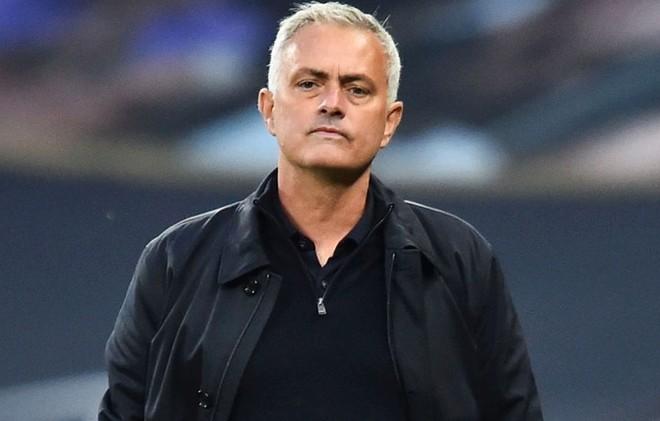 """HLV Mourinho coi phát quyết cuối cùng của CAS với Man City là một """"trò hề"""""""