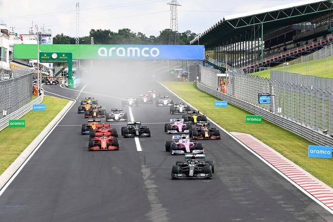Trời mưa khiến đường đua trơn trượt, nhiều tay đua phải thay lốp tại chặng F1 Hungarian Grand Prix