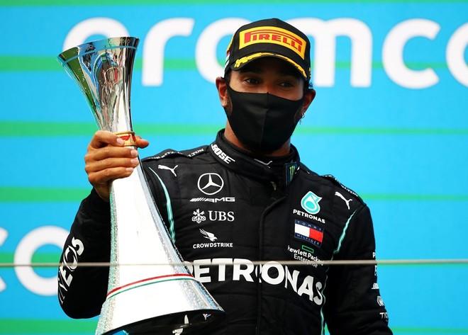 Lewis Hamilton tiếp tục khẳng định đẳng cấp ở chặng F1 Hungarian Grand Prix