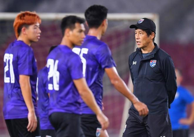 HLV Nishino không thể huấn luyện các học trò theo kế hoạch đã định