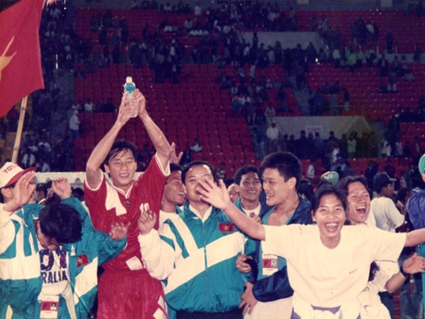 20 năm bóng đá Việt vẫn quẩn quanh ở vùng trũng, vì sao? ảnh 1