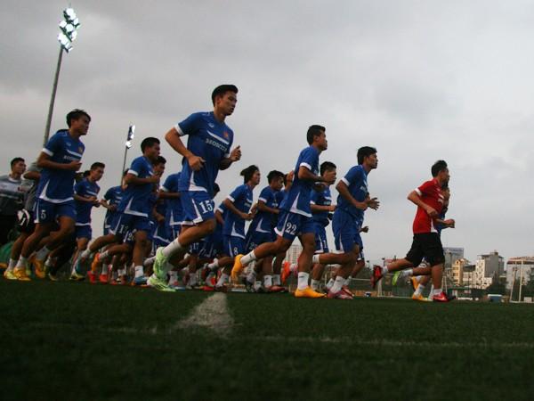 20 năm bóng đá Việt vẫn quẩn quanh ở vùng trũng, vì sao? ảnh 2