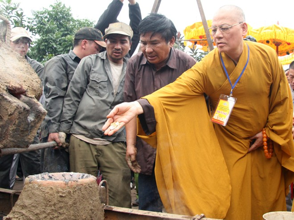 Rót đồng đúc Đại hồng chung chùa Hoa Lâm Tam Bảo ảnh 12