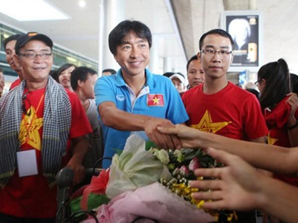 Đông đảo người hâm mộ sẽ chào đón thầy trò HLV Miura ảnh 1