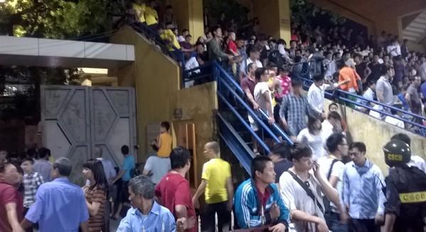 """Khán giả bỏ về giữa trận khi Công Phượng và đồng đội thua """"sốc"""" ảnh 12"""