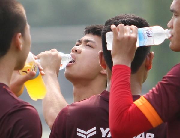 """Công Phượng """"đứng ngoài cuộc vui"""" ở buổi tập của U23 Việt Nam ảnh 8"""