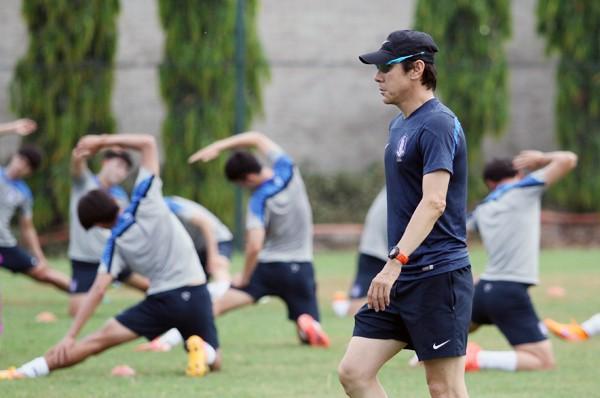 """HLV trưởng U23 Hàn Quốc: """"Tôi không biết ông Miura là ai!"""" ảnh 1"""