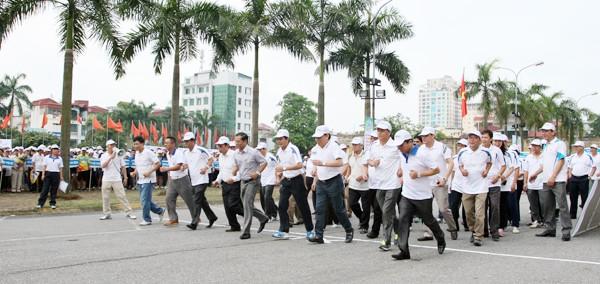 """Hà Nội: 5.000 người chạy """"Vì hòa bình"""" ảnh 4"""